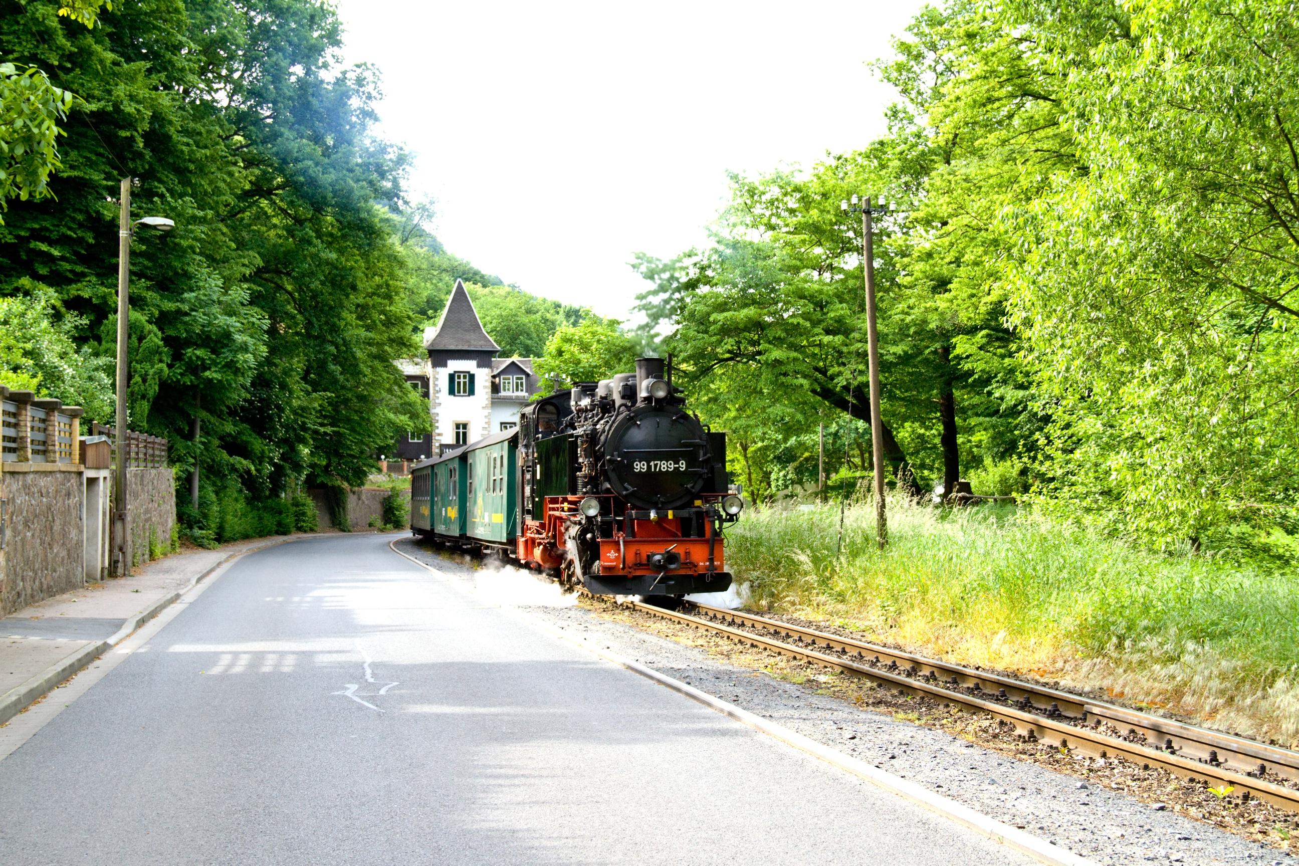 Lößnitzgrundbahn am Bilz Kurhaus